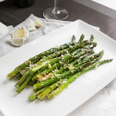Make this easy roasted asparagus healthy side dish in 20 minutes! Parmesan-coated green stalks are perfectly crisp-tender. Pure flavorful and delicious! nomrecipes.com