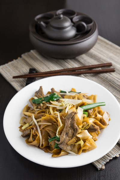 Stir-Fried Beef Chow Fun Noodles 乾炒牛河