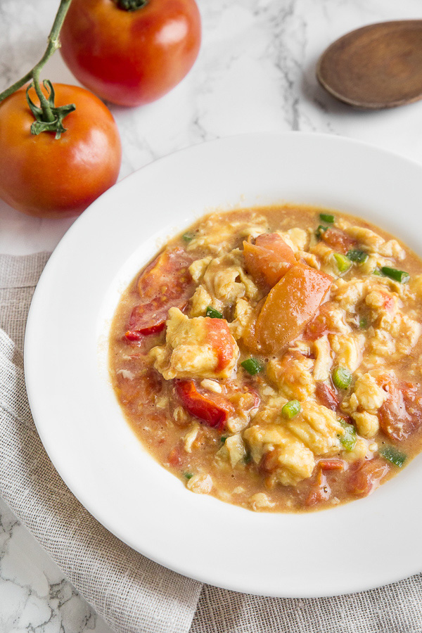 This Chinese-inspired easy scrambled eggs is the ultimate comfort food. Juicy tomatoes meshed with fluffy scrambled eggs. Perfect over rice or pasta.