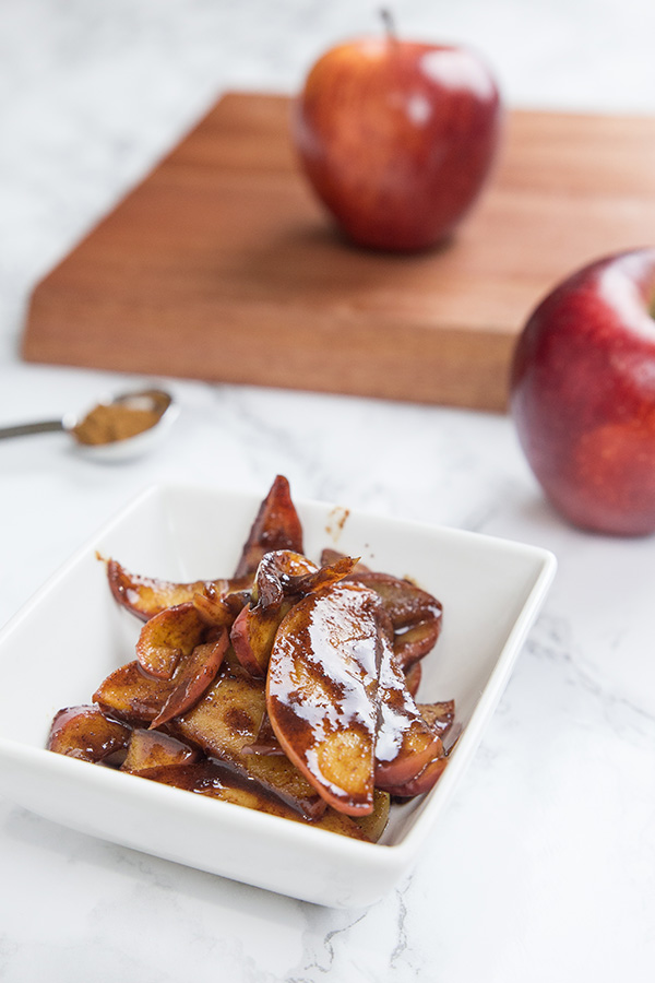 Need simple breakfast ideas? Ready in 15 mins, this sweet cinnamon apple is a quick fix for your hot apple pie cravings! Bold, comforting, irresistible!
