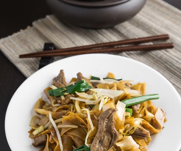 stir-fried-beef-chow-fun-noodles