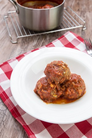 This oven baked parmesan meatballs recipe is super QUICK and EASY to prep. Chunky and juicy meatballs are full of cheesy flavors and crunchy bites.